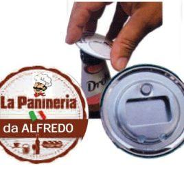 Apribottiglia con magnete in latta, Art. 422 con il logo della tua azienda.